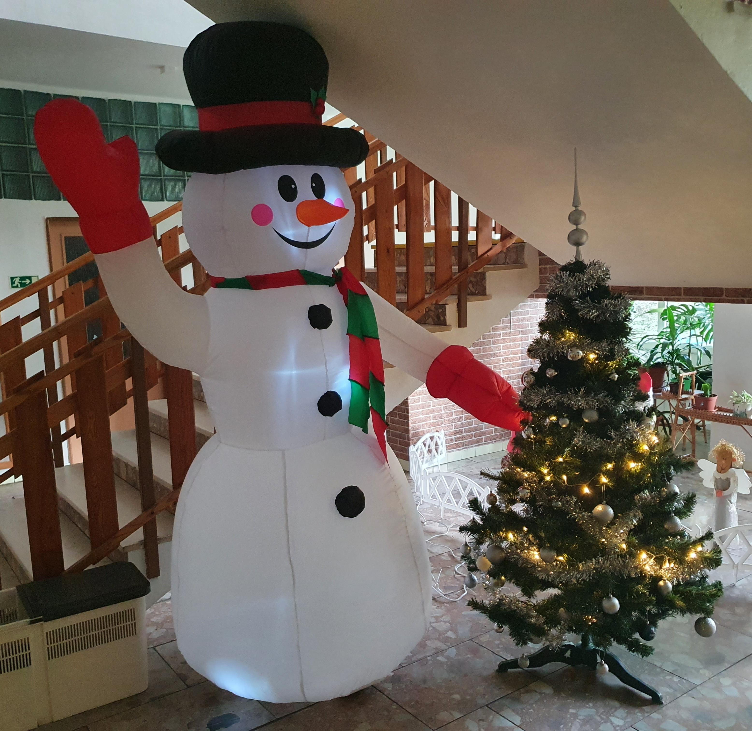 18. 12. 2020 - Vánoce v MŠ - nadělování u stromečku