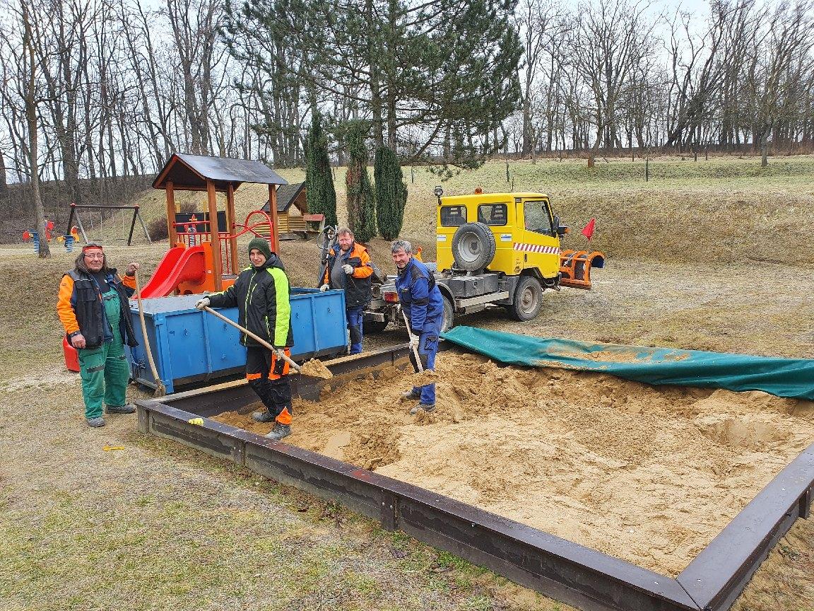 Výměna písku v pískovišti